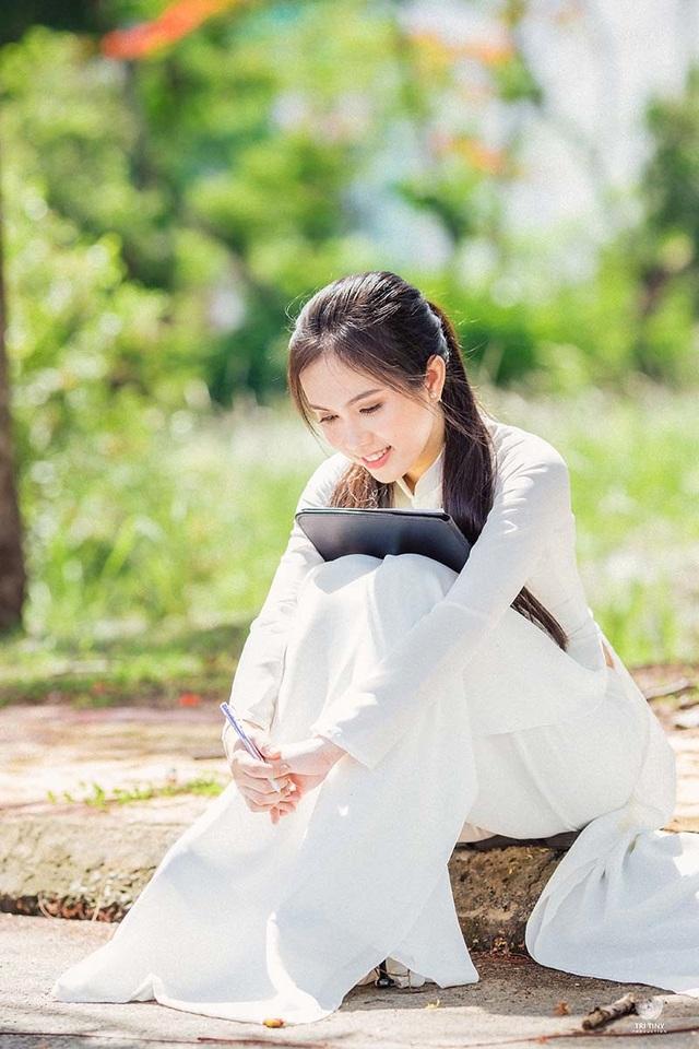 Hot girl bản sao Ngọc Trinh khoe vẻ đẹp tinh khôi áo dài trắng - 6