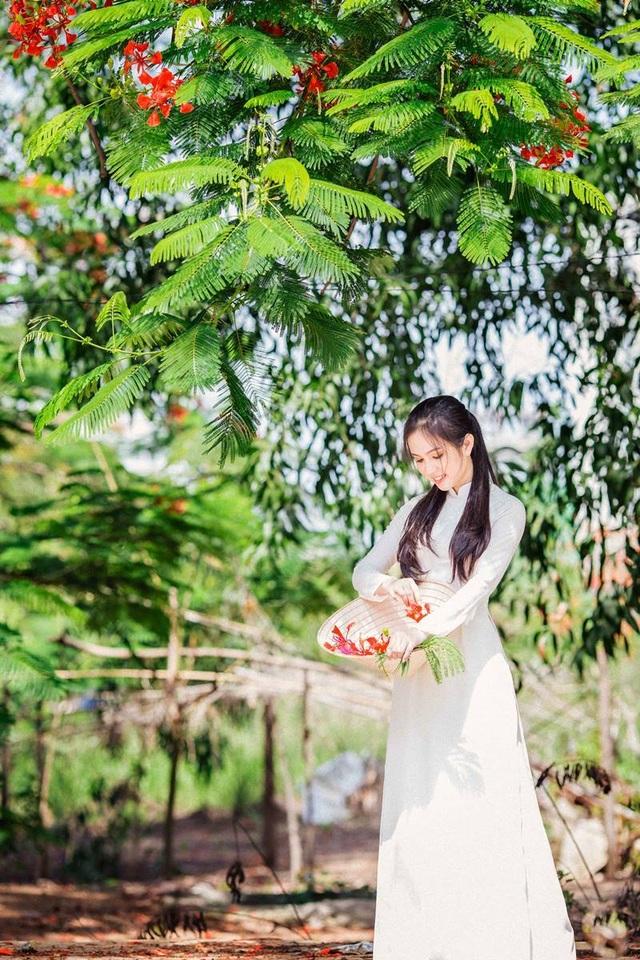 Hot girl bản sao Ngọc Trinh khoe vẻ đẹp tinh khôi áo dài trắng - 7