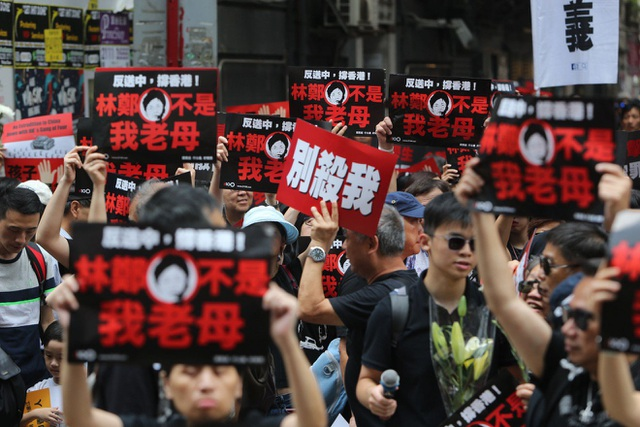 """""""Biển người"""" áo đen Hong Kong biểu tình dù dự luật dẫn độ đã bị hoãn - 3"""