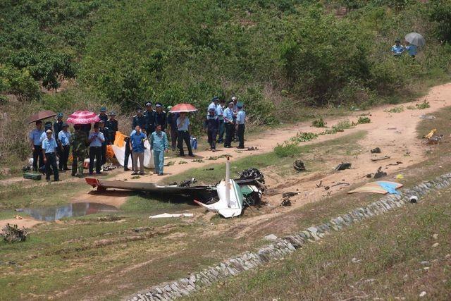 Máy bay quân sự rơi và khói rơm vây kín đường ngoại thành Hà Nội - 1