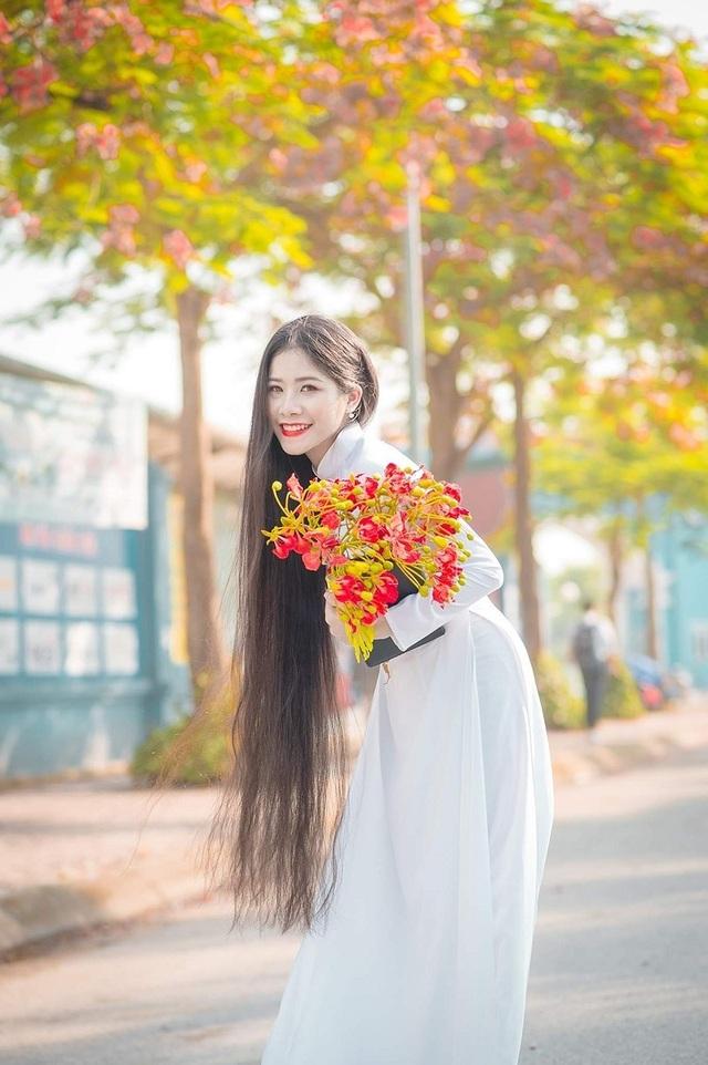 Cô gái có mái tóc dài hơn 1m nhớ về thời học trò ngập hoa phượng vĩ - 2