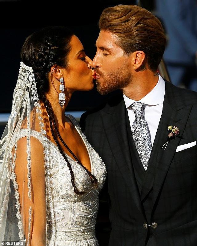 MC truyền hình 41 tuổi kết hôn với danh thủ Sergio Ramos - 1