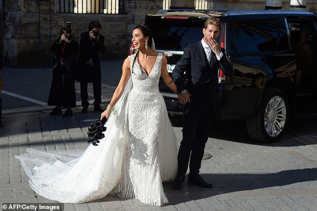 MC truyền hình 41 tuổi kết hôn với danh thủ Sergio Ramos - 16