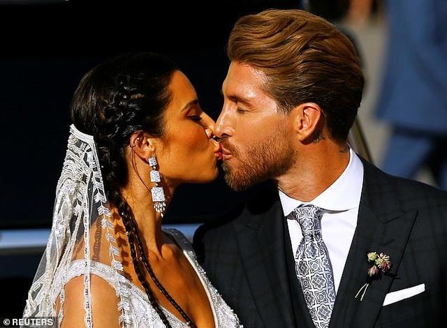 MC truyền hình 41 tuổi kết hôn với danh thủ Sergio Ramos - 12