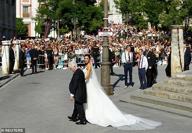 MC truyền hình 41 tuổi kết hôn với danh thủ Sergio Ramos - 9