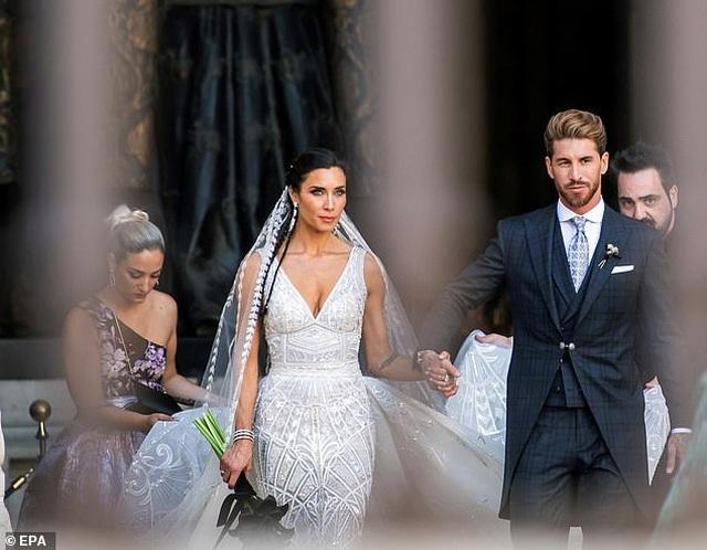 MC truyền hình 41 tuổi kết hôn với danh thủ Sergio Ramos - 15
