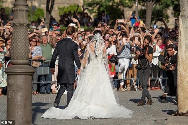 MC truyền hình 41 tuổi kết hôn với danh thủ Sergio Ramos - 10