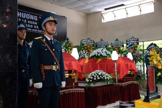 Xúc động tang lễ 2 phi công hy sinh khi bay huấn luyện ở Khánh Hòa - 1