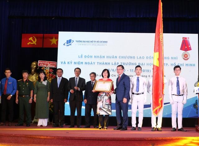 Trường ĐH Mở TP.HCM nhận Huân chương Lao động hạng Nhì - 3