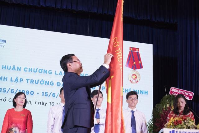 Trường ĐH Mở TP.HCM nhận Huân chương Lao động hạng Nhì - 2