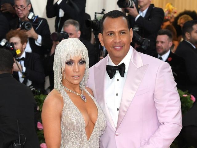 """Chuẩn bị cưới chồng lần thứ 4, Jennifer Lopez nói hai lần cưới đầu... """"không tính"""" - 1"""