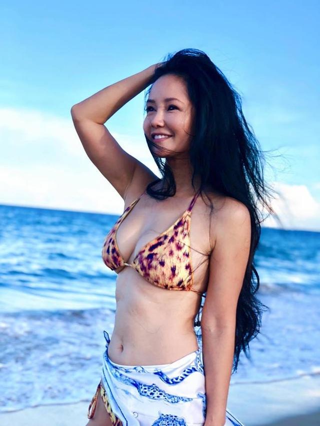 Hồng Nhung diện bikini khoe thân hình săn chắc ở tuổi U50 - 4