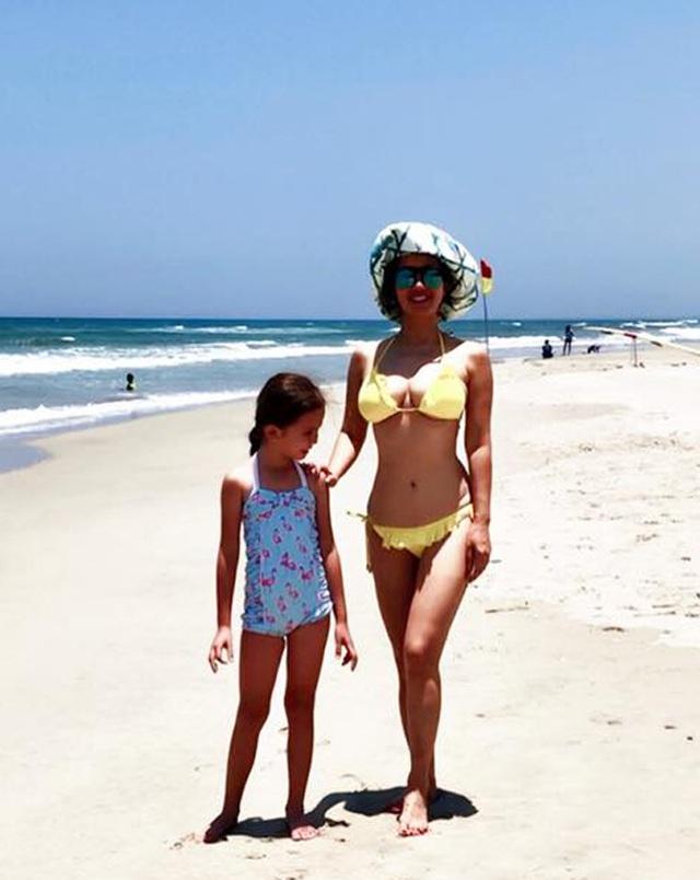 Hồng Nhung diện bikini khoe thân hình săn chắc ở tuổi U50 - 5