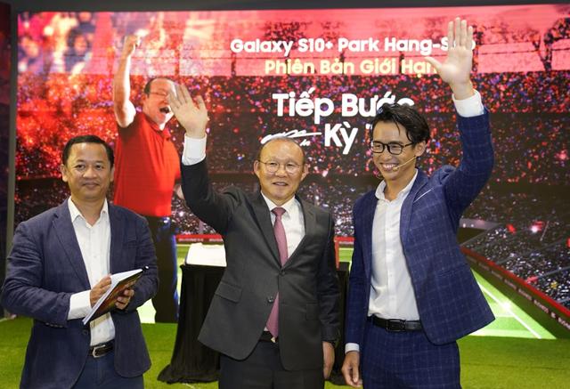 HLV Park Hang Seo: Tôi tự hào khi giúp các cầu thủ phát huy tối đa năng lực - 1