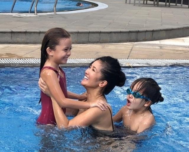Hồng Nhung diện bikini khoe thân hình săn chắc ở tuổi U50 - 9