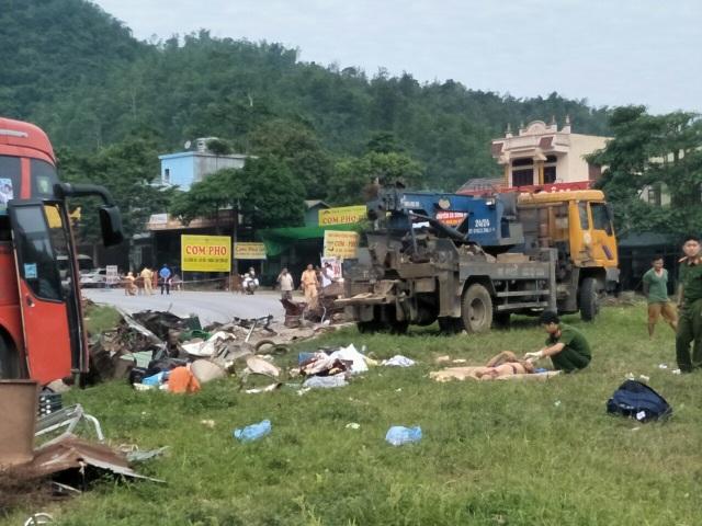 Hiện trường tan nát vụ tai nạn làm 3 người chết, 38 người bị thương - 8