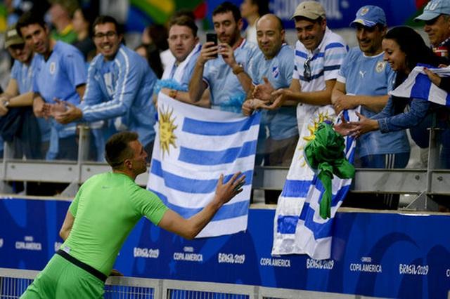 Suarez, Cavani lập công, Uruguay đại thắng 4-0 Ecuador - 7