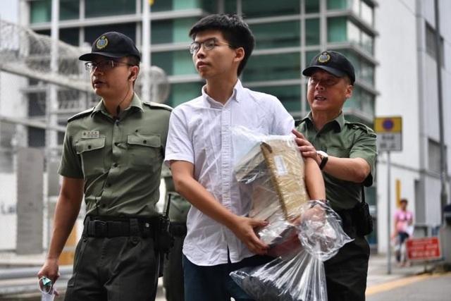 """Thủ lĩnh phong trào """"Ô dù"""" ở Hong Kong ra tù - 1"""