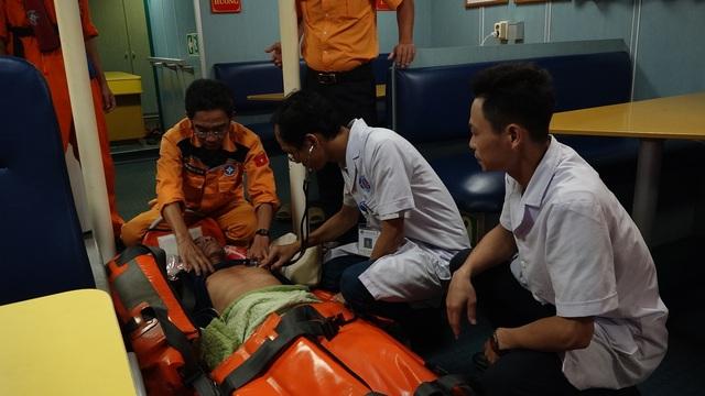 Cứu sống thuyền viên bị tai biến mạch máu não trên vùng biển quần đảo Hoàng Sa - 2