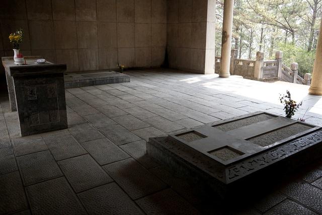 Lăng mộ cha Nam Phương hoàng hậu.jpg