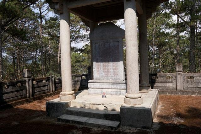 Lăng mộ cha Nam Phương hoàng hậucopy.jpg