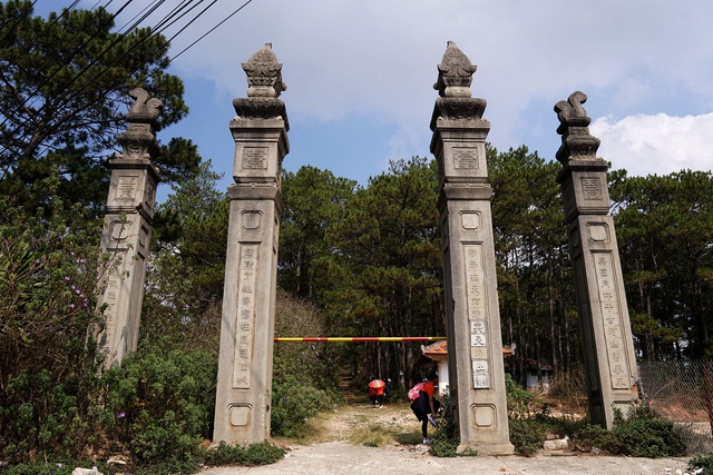 Lăng mộ cha Nam Phương hoàng hậu copy.jpg