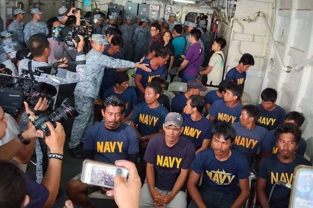 Philippines lý giải sự im lặng của Tổng thống Duterte sau nghi án tàu Trung Quốc đâm tàu Manila - 1