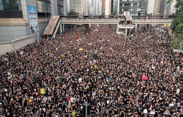 Lời xin lỗi nhằm xoa dịu căng thẳng của lãnh đạo Hong Kong - 3