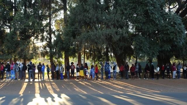 Khủng hoảng kinh tế trầm trọng, Zimbabwe không có nổi giấy, mực để in hộ chiếu cho dân - 2