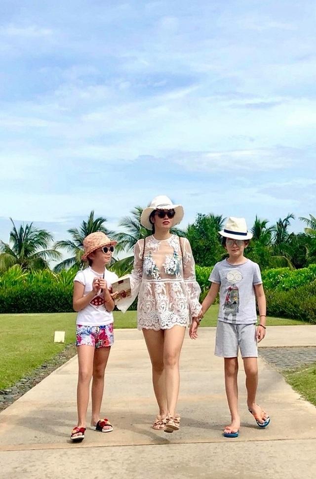 Hồng Nhung diện bikini khoe thân hình săn chắc ở tuổi U50 - 3