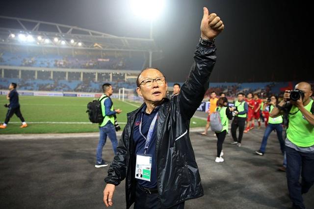 HLV Park Hang Seo ưu tiên ký hợp đồng với bóng đá Việt Nam - 1