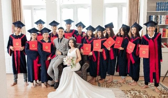 Cặp đôi Nghệ An chụp ảnh cưới kết hợp... kỷ yếu  - 1