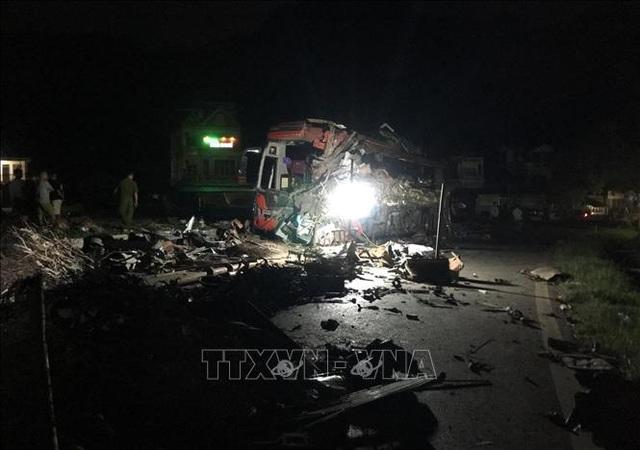 3 người chết, 31 người bị thương sau cú tông cực mạnh giữa xe khách và xe tải - 5