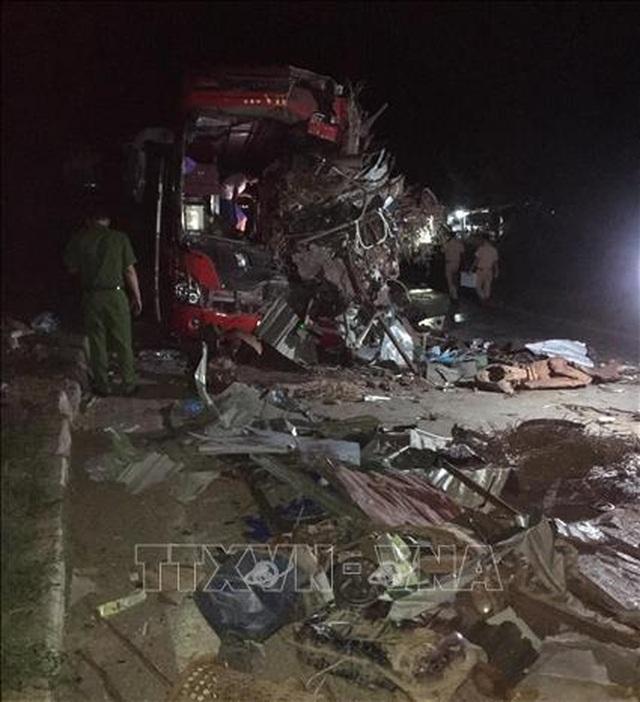 3 người chết, 31 người bị thương sau cú tông cực mạnh giữa xe khách và xe tải - 4