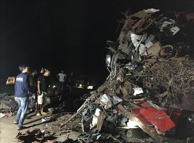 3 người chết, 31 người bị thương sau cú tông cực mạnh giữa xe khách và xe tải - 2