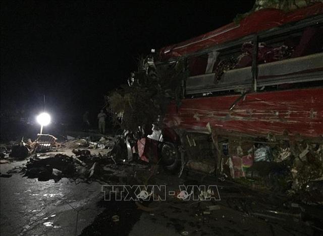 3 người chết, 31 người bị thương sau cú tông cực mạnh giữa xe khách và xe tải - 3