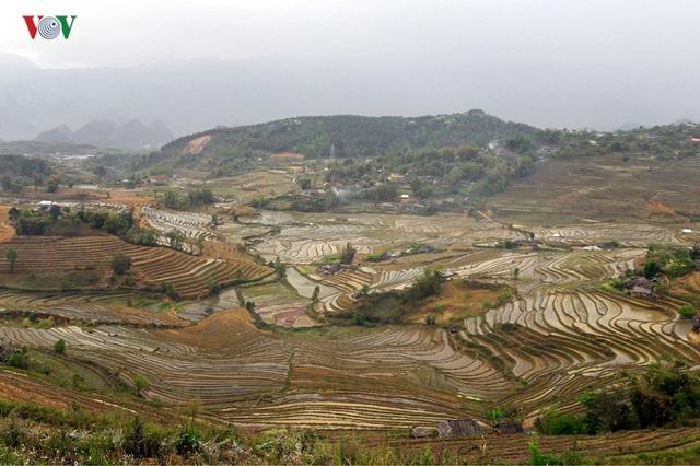 Mùa nước đổ Lai Châu làm xiêu lòng du khách - 1