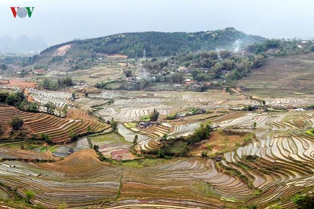 Mùa nước đổ Lai Châu làm xiêu lòng du khách - 10