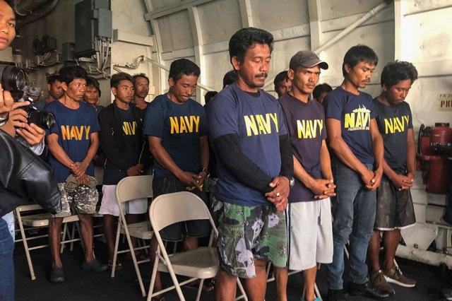Philippines nói có thể cùng Trung Quốc điều tra vụ tàu cá bị đâm chìm - 2