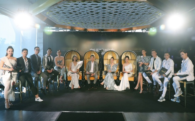 """Hoa hậu Thu Thuỷ và """"MC cười đẹp nhất VTV"""" """"đổ rạp"""" dàn trai trẻ 6 múi - 12"""