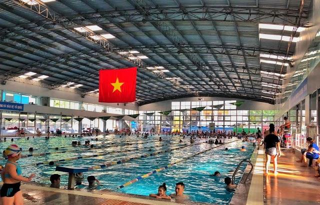 Hà Nội: Bơi tiền triệu, bơi bình dân, chỗ nào cũng kín - 1