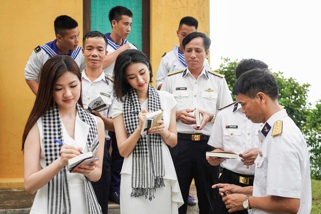 Người đẹp Thu Ngân, Hoàng My giao lưu cùng sinh viên ĐH Hàng hải - 4