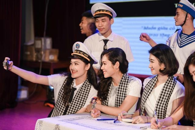 Người đẹp Thu Ngân, Hoàng My giao lưu cùng sinh viên ĐH Hàng hải - 5