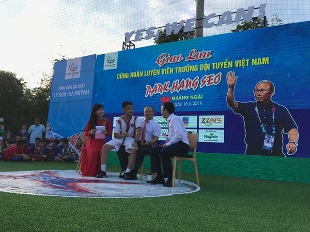 Huấn luyện viên Park Hang-seo giao lưu với người hâm mộ Quảng Ngãi - 5