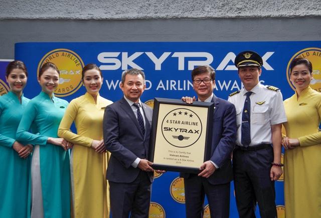 Vietnam Airlines lần thứ 4 nhận chứng chỉ hãng hàng không quốc tế 4 sao - 1