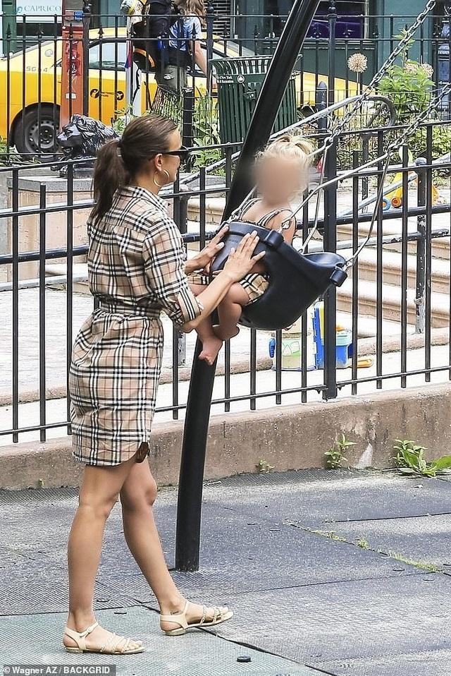Hậu chia tay Bradley Cooper, Irina Shayk sống vui vẻ và hạnh phúc - 2