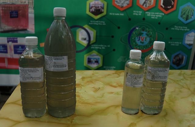 Xem màn trình diễn biến bùn thành CO2 và nước trên sông Tô Lịch - 21