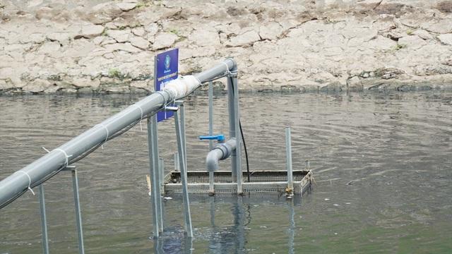 Xem màn trình diễn biến bùn thành CO2 và nước trên sông Tô Lịch - 11