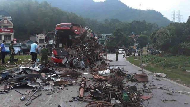 Vụ tai nạn kinh hoàng ở Hòa Bình: Do xe tải lấn làn! - 1