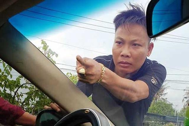 Bắt chủ doanh nghiệp gọi giang hồ vây xe công an - 3